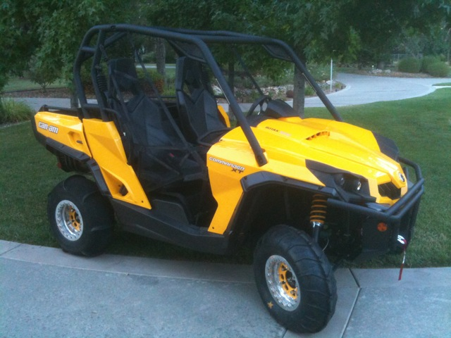 2017 Can Am Commander 1000 Xt With Paddle Tires
